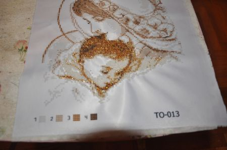 Вышивка бисером стягивает ткань