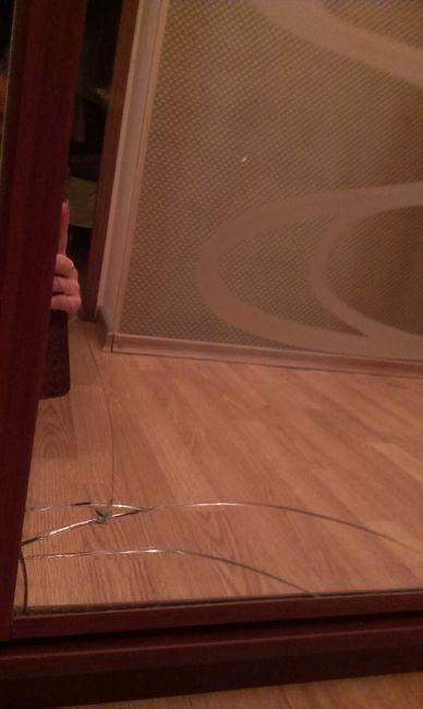 водой как замаскировать трещину на дверном стекле фото этом