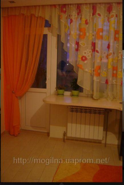Штора для кухни с балконной дверью.