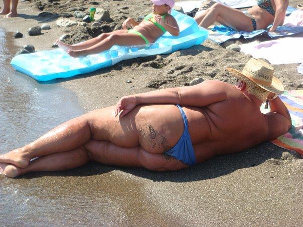 Старушки на нудистском пляже честно